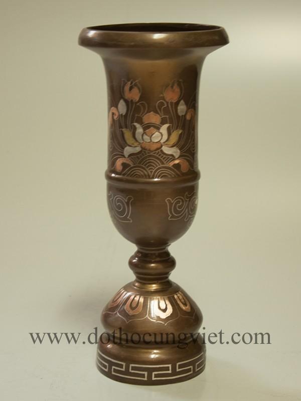 Ý nghĩa của ống đựng hương bằng đồng trên bàn thờ gia tiên